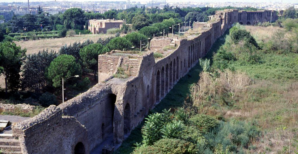 un tratto di Mura Aureliane a Roma